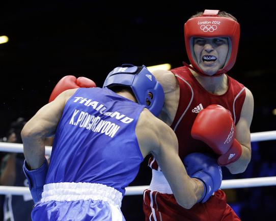 Сегодня. Лондон. Россиянин Давид АЙРАПЕТЯН (справа) уступил в поединке с соперником из Таиланда. Фото Reuters