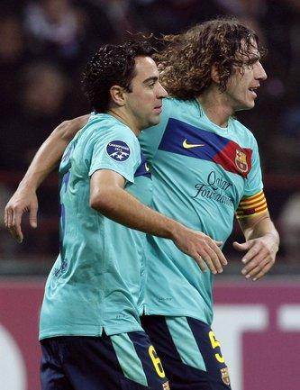 """Игроки """"Барселоны"""" Карлес ПУЙОЛЬ и ХАВИ. Фото REUTERS Фото Reuters"""