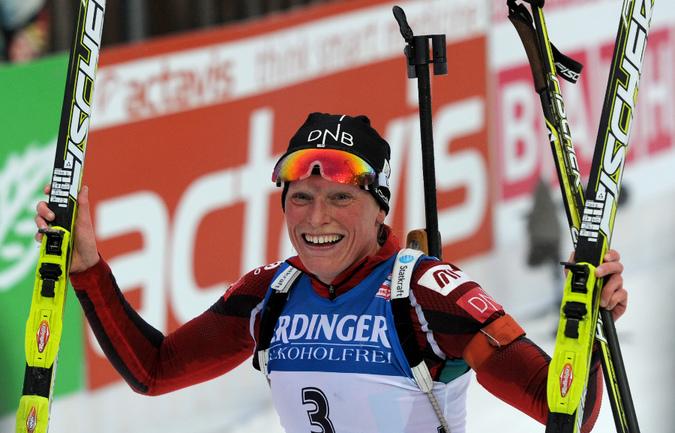 Тура Бергер победно финишировала в составе сборной Норвегии в эстафете 4х6 километров на этапе Кубка мира в Хохфильцене. Фото AFP Фото AFP