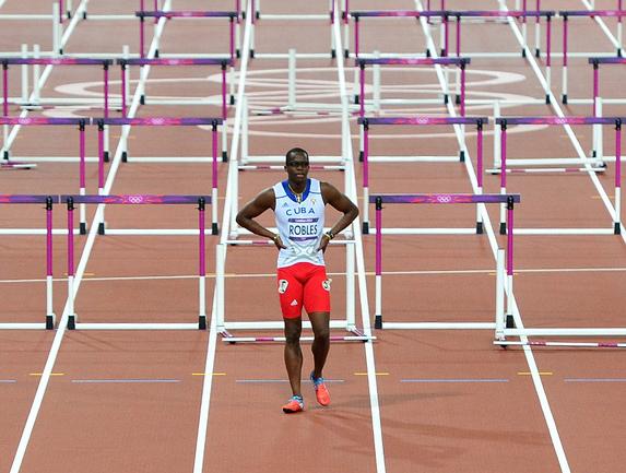 Чемпион Пекина-2008 и бывший мировой рекордсмен в беге на 110 метров с барьерами кубинец Дайрон РОБЛЕС. Фото AFP Фото AFP