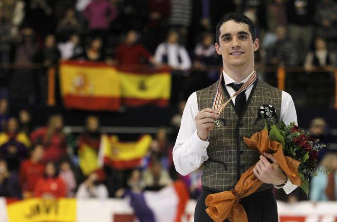 Сегодня. Загреб. Новоиспеченный чемпион Европы испанец Хавьер ФЕРНАНДЕС. Фото REUTERS Фото Reuters