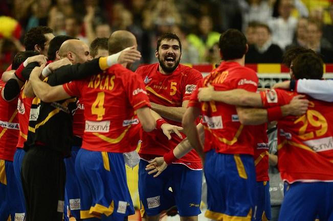 Сборная Испании празднует победу. Фото AFP Фото AFP