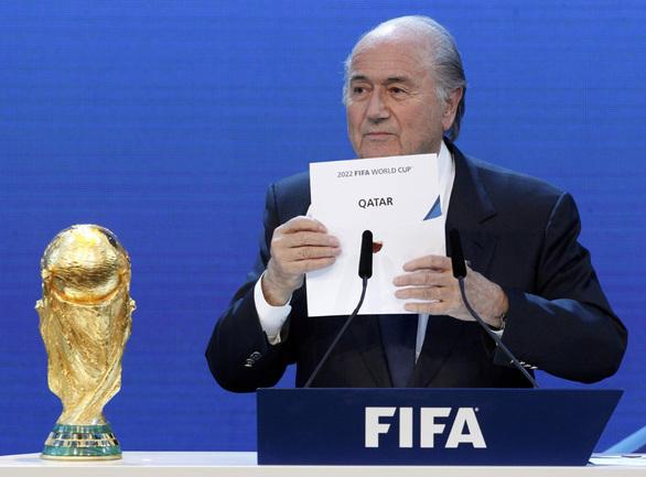 2 декабря 2010 года. Цюрих. Президент ФИФА Йозеф БЛАТТЕР объявляет о месте проведения Чемпионата мира по футболу 2022 года. Фото REUTERS Фото Reuters