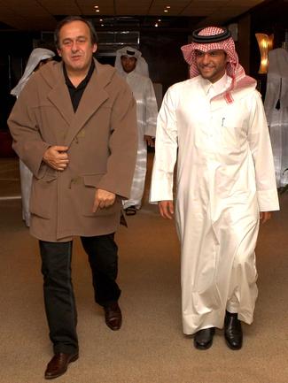 Доха. 2008 год. Президент УЕФА Мишель ПЛАТИНИ и генеральный секретарь Олимпийского комитета Катара Сауд аль-Тани. Фото AFP