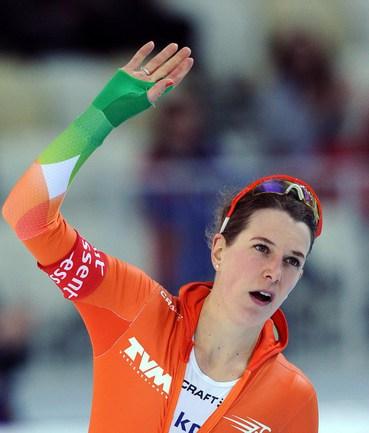 Сегодня. Сочи. Голландка Ирен ВЮСТ, победившая на дистанции 3000 метров на чемпионате мира. Фото AFP Фото AFP
