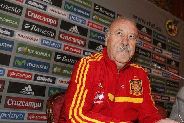 Федерация футбола Испании рассчитывает уговорить главного тренера сборной Висенте ДЕЛЬ БОСКЕ не заканчивать карьеру после чемпионата мира 2014 года. Фото «СЭ»