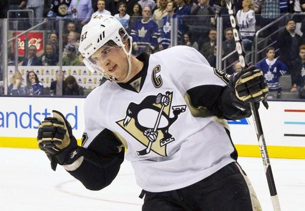"""Форвард """"Питтсбурга"""" Сидни КРОСБИ, пропустивший 12 игр из-за перелома челюсти, близок к возвращению на лед. Фото REUTERS Фото Reuters"""