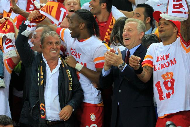 ФОТО: Дрогба и Снайдер - чемпионы Турции Фото «СЭ»