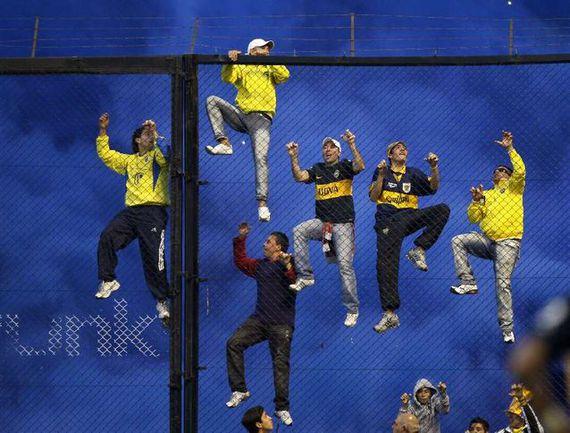 ФОТО: Страсть, болельщики и полиция в аргентинском суперкласико Фото «СЭ»