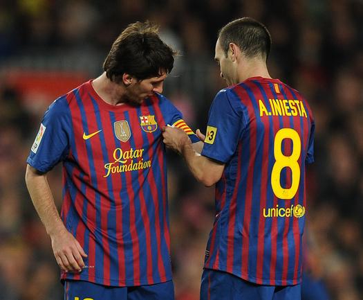 """Футболисты """"Барселоны"""" Лионель МЕССИ (слева) и Андреас ИНЬЕСТА. Фото AFP Фото AFP"""