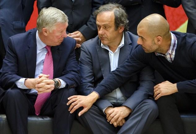 """Президент УЕФА Мишель ПЛАТИНИ (справа) и бывший наставник """"МЮ"""" Алекс ФЕРГЮСОН. Фото AFP Фото AFP"""