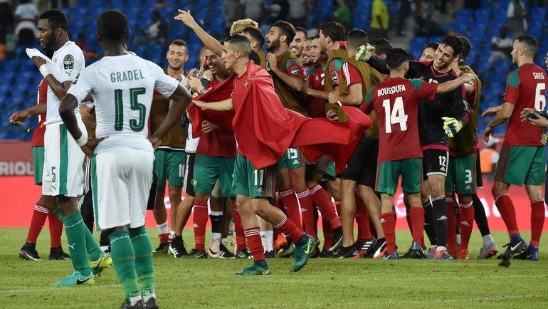 Вторник. Оем. Марокко - Кот-д`Ивуар - 1:0. Марокканцы праздуют выход в плей-офф Кубка Африки. Фото AFP