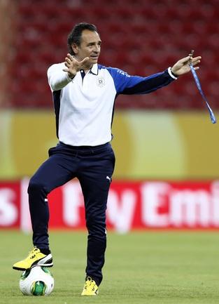 Главный тренер сборной Италии Чезаре ПРАНДЕЛЛИ. Фото REUTERS Фото Reuters
