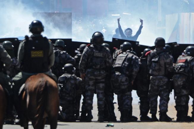 Сегодня. Форталеза. У полиции тяжелый день. Фото REUTERS Фото Reuters