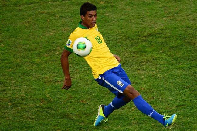 Полузащитник бразильской сборной ПАУЛИНЬЮ переберется в Англию. Фото AFP Фото AFP
