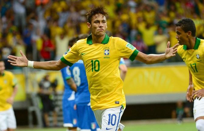 Вчера. Салвадор. Италия - Бразилия - 2:4. Лидер атак бразильской сборной НЕЙМАР. Фото AFP Фото AFP