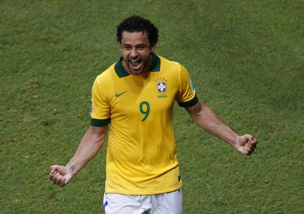 Вчера. Салвадор. Италия - Бразилия - 2:4. Форвард сборной Бразилии ФРЕД - автор дубля. Фото REUTERS Фото Reuters