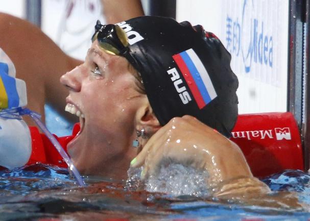 Сегодня. Барселона. Только что Юлия ЕФИМОВА побила мировой рекорд на 50-метровке брассом. Фото REUTERS Фото Reuters