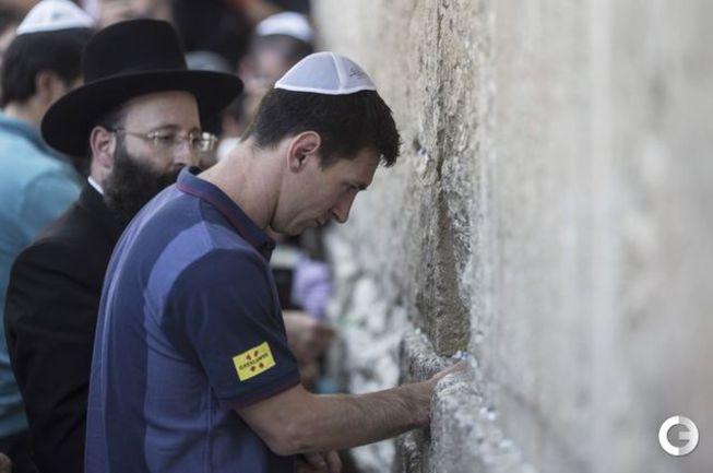 """Игроки """"Барселоны"""" посетили """"Стену плача"""" в Иерусалиме Фото «СЭ»"""
