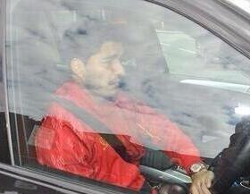 """Нападающий """"Ливерпуля"""" Луис СУАРЕС покидает тренировку клуба со слезами."""