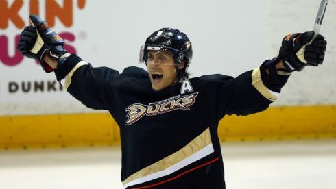 Финский ветеран Теему СЕЛЯННЕ планирует сыграть за Олимпийских играх в Сочи-2014. Фото REUTERS Фото Reuters