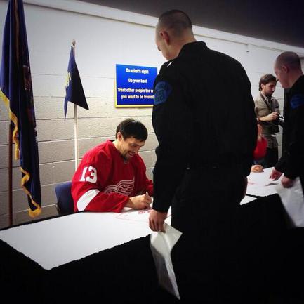 Дацюк провел автограф-сессию  в полицейской академии Фото «СЭ»