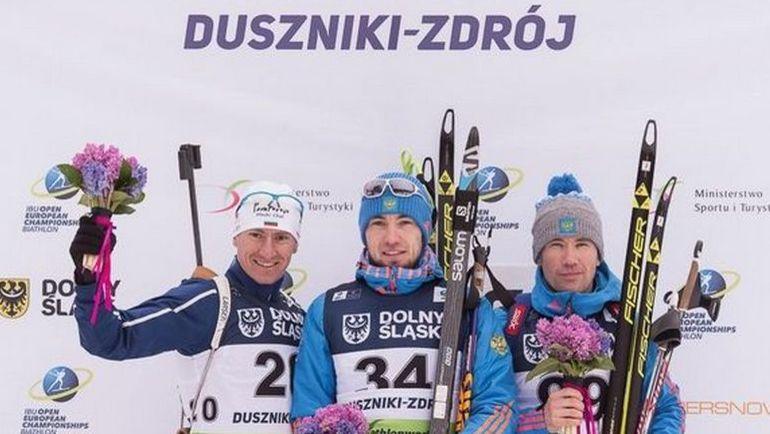 Александр ЛОГИНОВ (в центре) и Алексей СЛЕПОВ (справа) на пьедестале после индивидуальной гонки на чемпионате Европы. Фото СБР