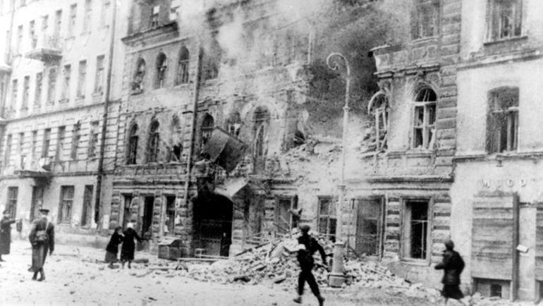 Бомбежка Ленинграда.