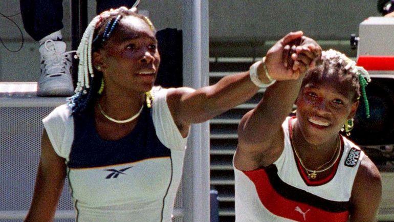 21 января 1998 года. Мельбурн. Винус (слева) и Серена УИЛЬЯМС. Фото Reuters