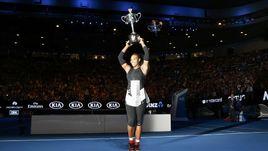 Сегодня. Мельбурн. Серена УИЛЬМС с очередным трофеем.