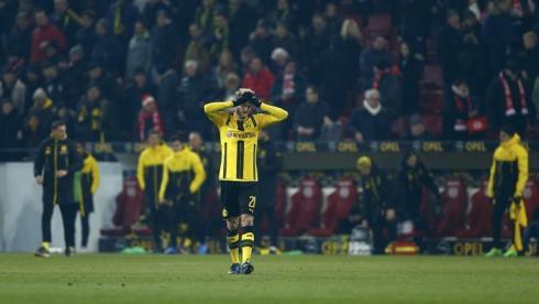 Гладбах совершает камбэк в Леверкузене, Дортмунд вновь теряет очки