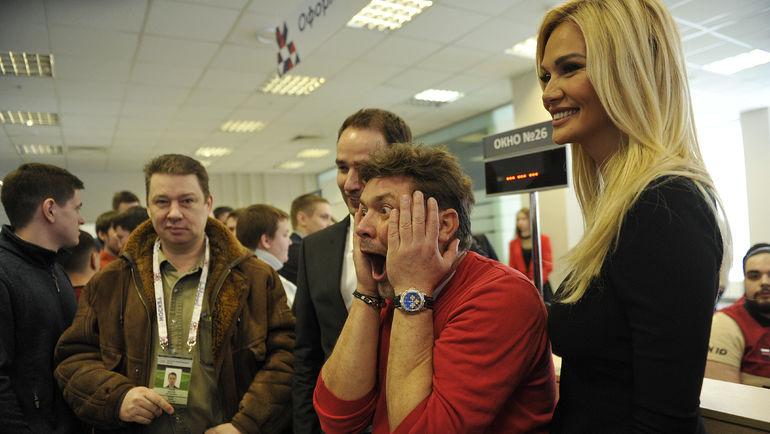 """Сергей БЕЛОГОЛОВЦЕВ (в центре) и Виктория ЛОПЫРЕВА. Фото Алексей ИВАНОВ, """"СЭ"""""""