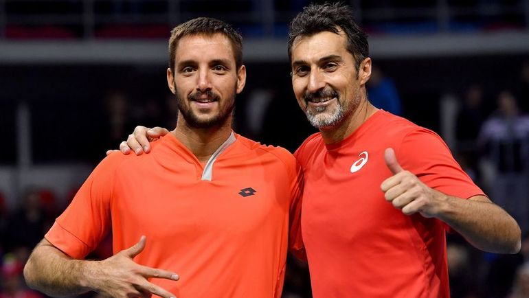 Виктор ТРОИЦКИ (слева) и Ненад ЗИМОНИЧ. Фото AFP