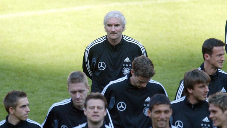 При Руди ФЕЛЛЕРЕ (на заднем плане) Филип ЛАМ дебютировал в сборной. Фото REUTERS