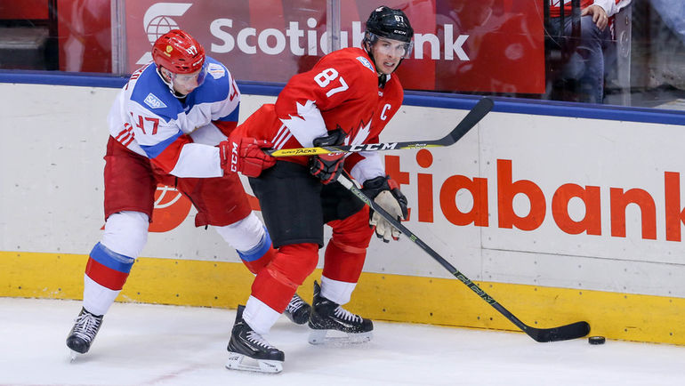 Алексей МАРЧЕНКО (слева) и Сидни КРОСБИ на Кубке мира-2016. Фото AFP