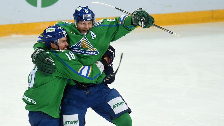 Сергей СОИН (справа) приступил к тренировкам после травмы. Фото photo.khl.ru