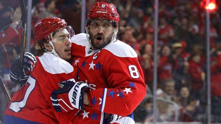 Александр ОВЕЧКИН (справа) рвется на Олимпиаду. Но лига может ответить серьзными санкциями. Фото AFP