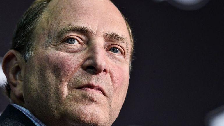 Вот только главный комиссар НХЛ Гэри БЕТТМЭН, например, может оставить столичную команду без домашних матчей. Фото AFP