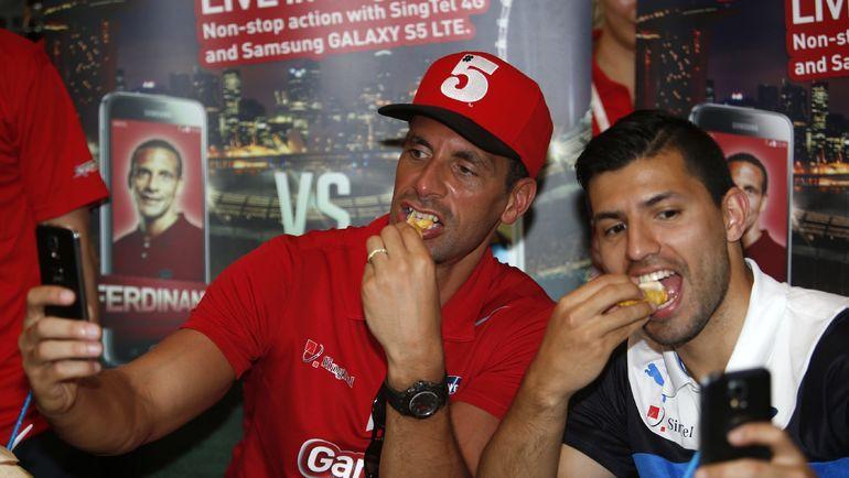 Май 2014 года. Рио ФЕРДИНАНД и Серхио АГУЭРО (справа). Фото Reuters