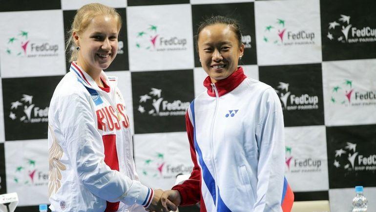 Анна БЛИНКОВА (слева) потерпела поражения в своей дебютной игре за сборную против Чан КАЙЧЭНЬ. Фото Fed Cup
