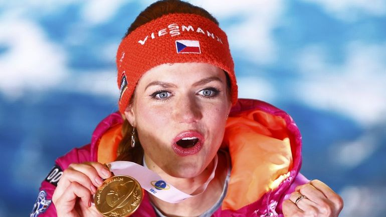 Габриэла КОУКАЛОВА с золотой медалью чемпионата мира. Фото Reuters