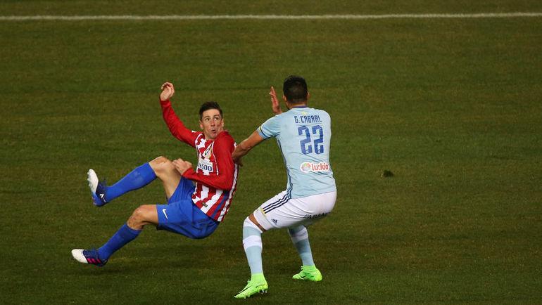 """Воскресенье. Мадрид. """"Атлетико"""" – """"Сельта"""" – 3:2. 11-я минута. ФЕРНАНДО ТОРРЕС (слева) забивает гол. Фото Reuters"""