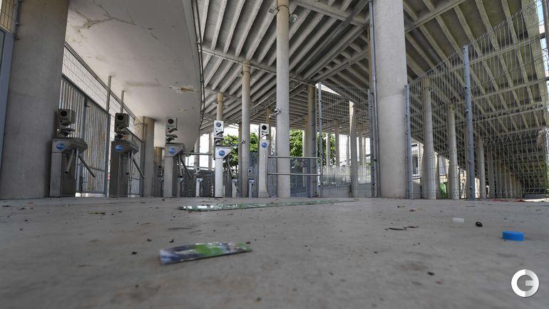 Знаменитая арена не работает для туристов после того, как ее закрыло правительство штата Рио из-за долгов более миллиона долларов за электричество и аренду. Фото AFP