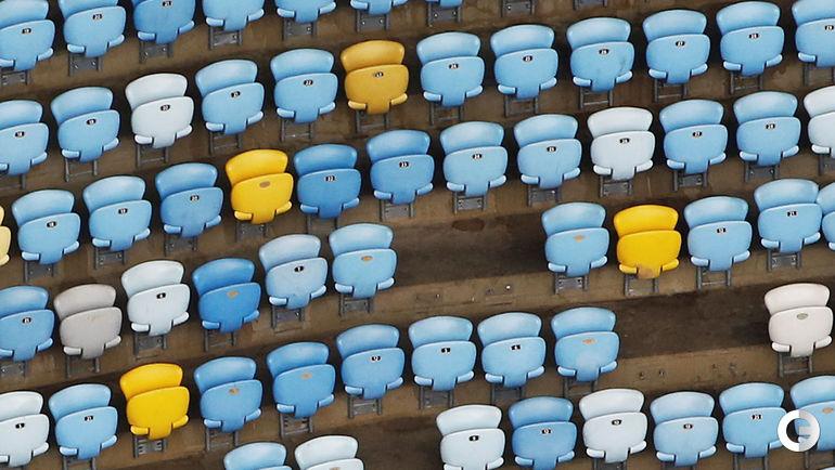 На стадионе орудовали вандалы, вырвавшие тысячи кресел. Фото REUTERS