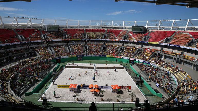 5 февраля 2017 года. Рио-де-Жанейро. Олимпийский теннисный центр не пустовал до последнего времени. Там, например, проводили соревнования по пляжному волейболу. Фото REUTERS
