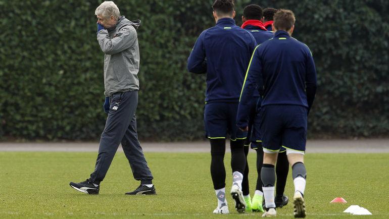 """Арсен ВЕНГЕР на тренировке """"Арсенала"""" перед выездом в Мюнхен. Фото Reuters"""