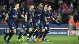 """Вторник. Париж. """"ПСЖ"""" – """"Барселона"""" – 4:0. Игроки """"ПСЖ"""" радуются победе."""