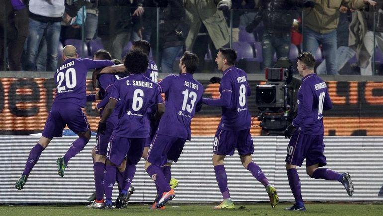 """Футболисты """"Фиорентины"""" празднуют гол. Фото Reuters"""