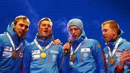 Сегодня. Хохфильцен. Российские биатлонисты поют гимн страны.