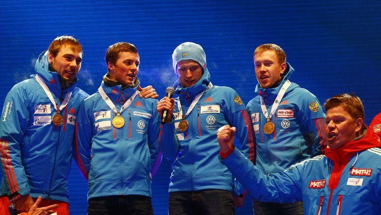 Сегодня. Хохфильцен. Дмитрий ГУБЕРНИЕВ (справа) спасает ситуацию с гимном России. Фото AFP